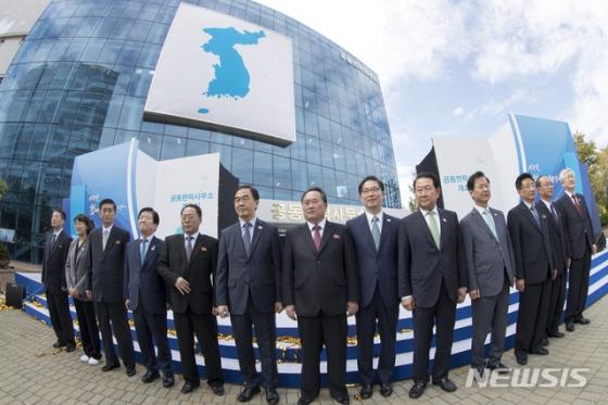 """북한, 남북연락사무소 인원 전격 철수 """"상부 지시"""""""