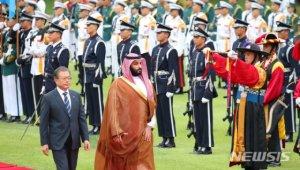 文 사우디 왕세자와 밀착 경제외교..오찬 이재용 참석