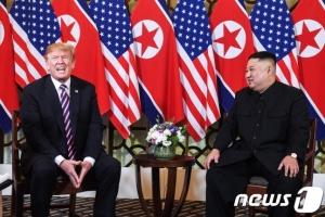 [여기는하노이]'어깨에 손' 더 친근해진 트럼프-김정은