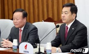 野, '文대통령 탄핵' 이어 '고발 검토'…울산 의혹 총공세
