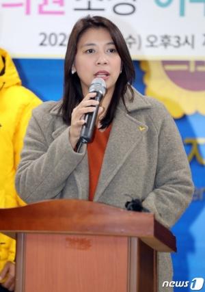 봉준호의 '오스카', 이자스민의 '이민청'