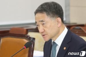 """박능후 """"중국·일본 등 입국금지? 합리적인 대책 아냐"""""""