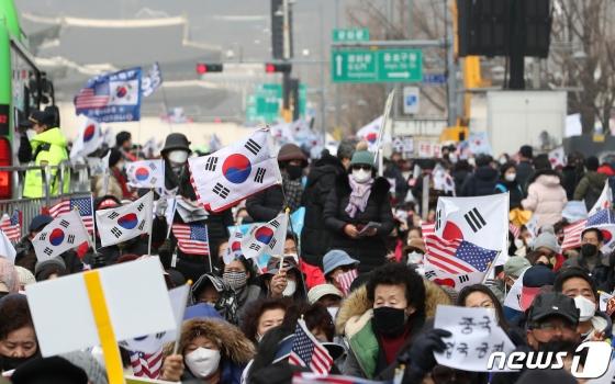 """코로나에도 '광화문 집회' 강행한 전광훈 """"바이러스 걸려도…"""""""