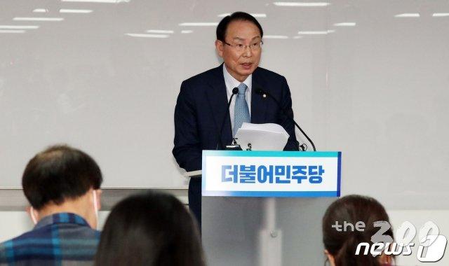 민주당 1차 경선 '현역' 10명 중 2명만 탈락